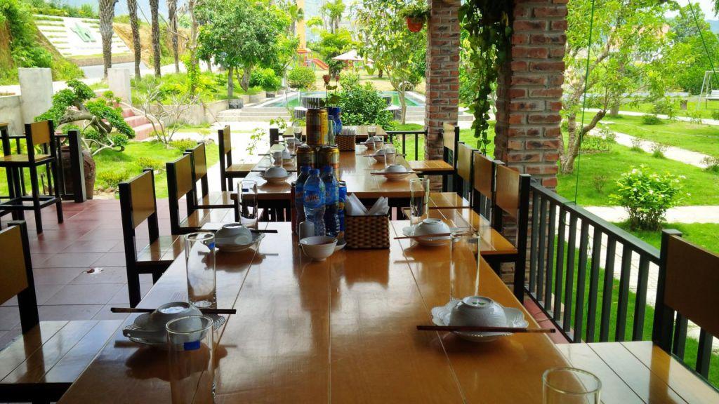 Nhà hàng tại Beverly Hill Lương Sơn Hòa Bình