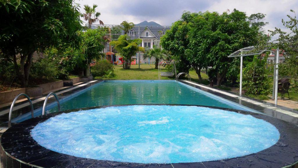 Bể bơi ngoài trời Beverly Hill