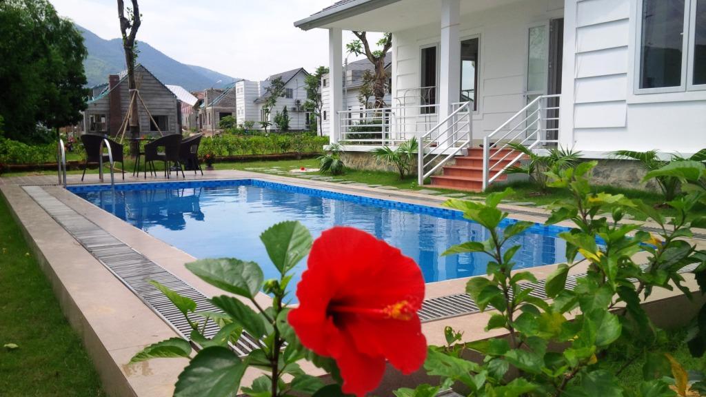 Bể Bơi trong căn biệt thự beverly hill